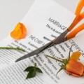 夫に不倫されても離婚せずに我慢している女性の本音とは?