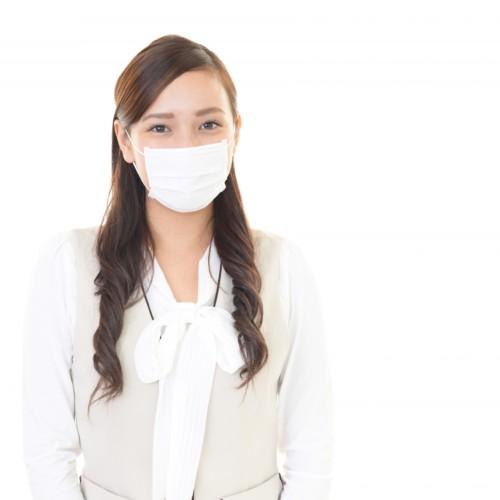 健康診断に行く女性